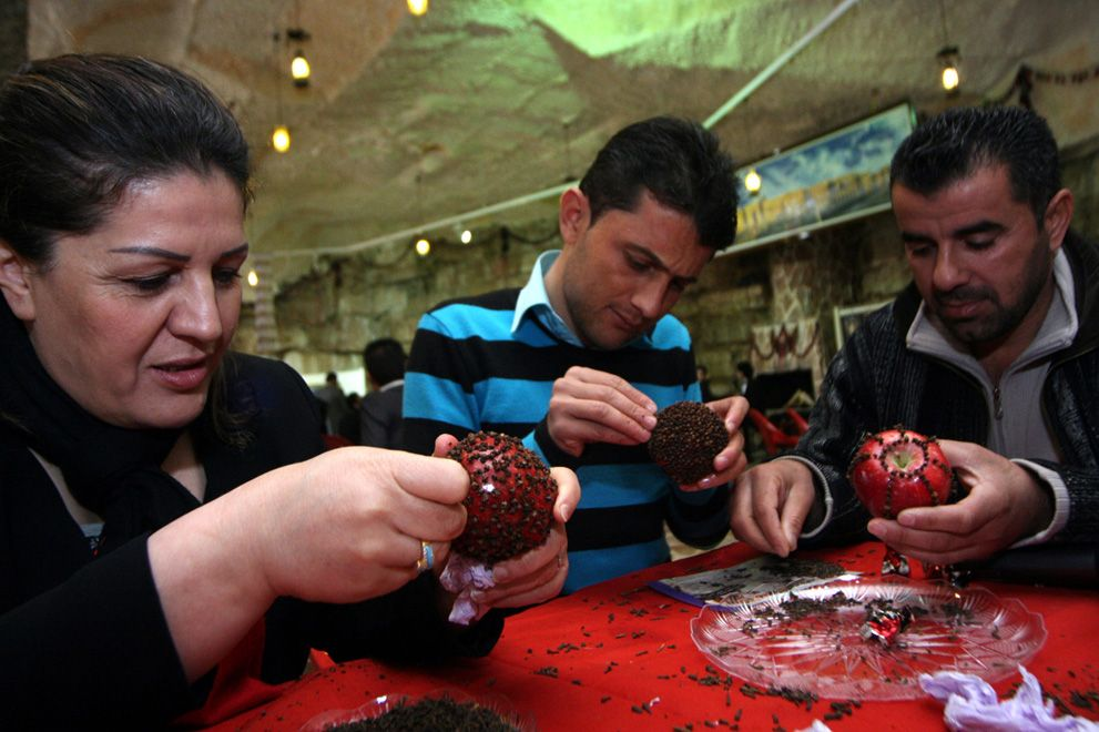 Iraqi Kurds decorate apples with cloves to offer it to their partners on Valentine's Day at a restaurant in the Kurdish city of Arbil in northern Iraq. The preservation of a red apple with cloves is a Kurdish tradition on the feast of love symbolizing Adam and Eve's relation with the apple representing love and prosperity. (Photo:AFP)
