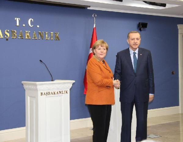 Turkish Prime Minister Recep Tayyip Erdogan (R) attends a joint press conference with visiting German Chancellor Angela Merkel after their meeting in Ankara, Turkey, Feb. 25, 2013. (Xinhua/Li Ming)