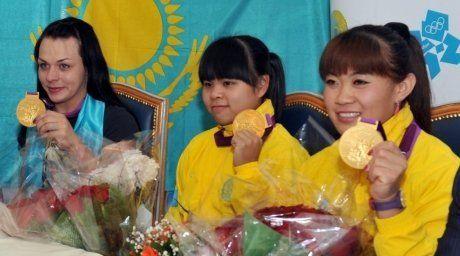 Olympic champions Svetlana Podobedova, Zulfiya Chinshanlo and Maya Maneza. Photo courtesy of Kazakh State University after Al-Farabi