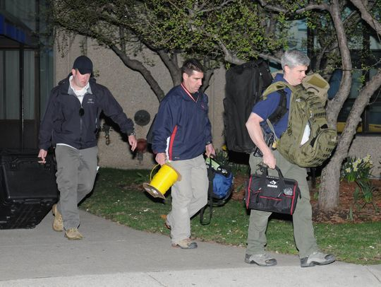 Police and federal officials exit an apartment complex with a possible connection to explosions during the Boston Marathon.(Photo: Darren McCollester, Getty Images)