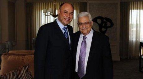 Issam Hourani and Mahmoud Abbas. Photo courtesy of challahhuakbar.blogspot.com