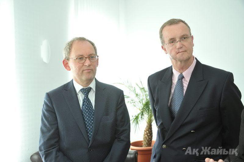 Arjan van Dijk (L) and Hans Bakker