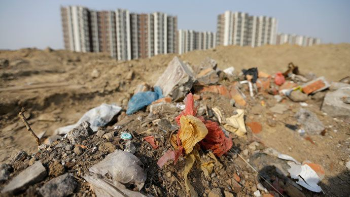Household garbage and construction waste are placed next to a residential area in Beijing.(Reuters / Jason Lee)