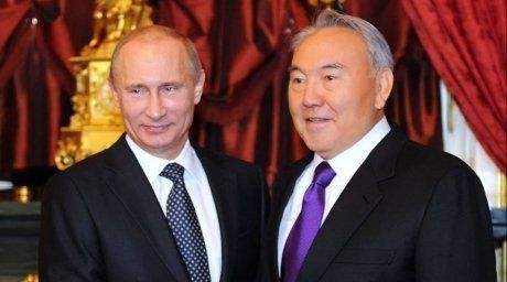 Nazarbayev welcoming Putin in Astana