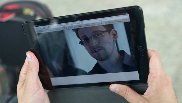Snowden Says Microsoft Collaborates with NSA