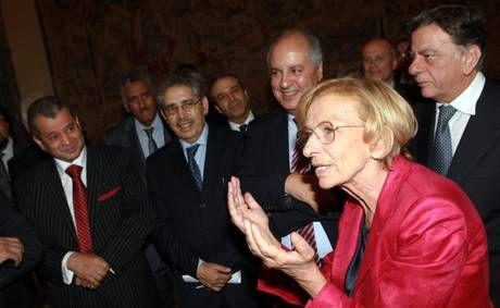 Italian foreign minister Emma Bonino (R)