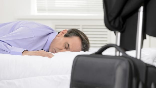 Successful executives often 'snack' on sleep (Thinkstock)