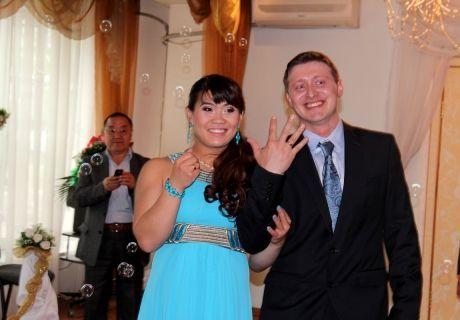 Maya Maneza and Vyacheslav Yershov at wedding