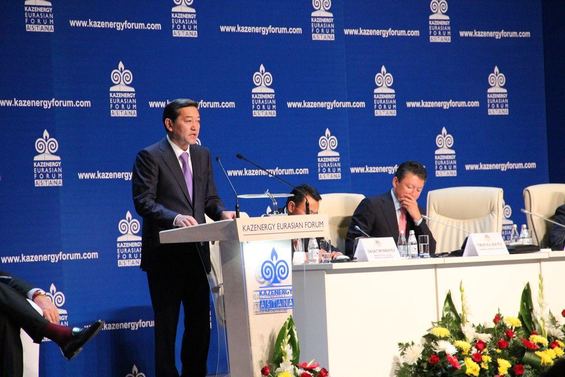 PM Serik Akhmetov addressing.