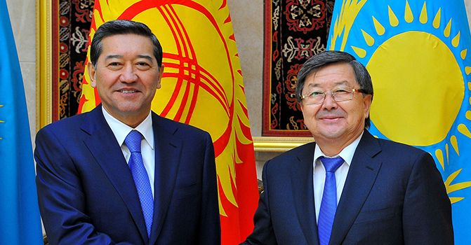 Serik Akhmetov, Rok Prime Minister with his Kygyz counterpart Zhantoro Satybaldiyev during the meeting