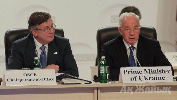 Ukrainian Foreign Minister Leonid Kozhara and Prime Minister Mykola Azarov