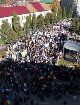 Protests against Chevron and Gabriel Resources in Campeni, Romania | Image Tweeted by @ambrablu