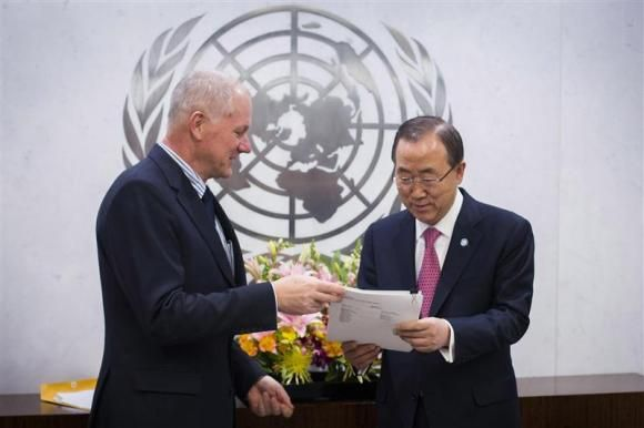 Ake Sellstrom (L), Head of the United Nations Mission to Investigate Allegations of the Use of Chemical Weapons in the Syrian Arab Republic, hands his report over to Secretary-General of the United Nations, Ban Ki-moon at the United Nations headquarters in New York December 12, 2013. CREDIT: REUTERS