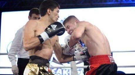 Meribolat Toitov of Astana Arlans (L) fighting Marek Pietruczuk. ©World Series Boxing