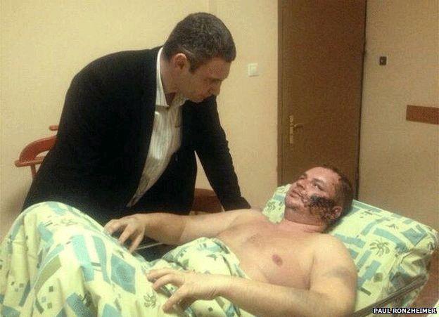 Opposition politician Vitali Klitschko visited Dmytro Bulatov in hospital (photo: Paul Ronzheimer, Bild Zeitung)
