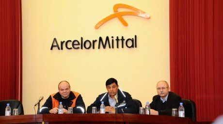 The CEO of ArcelorMittal Temirtau Vijay Mahadevan is meeting with personnel. ©ArcelorMittal Temirtau  For more information see: http://en.tengrinews.kz/companies/Largest-Kazakhstan-companies-to-increase-salaries-from-April-2014-26093/ Use of the Tengrinews English materials must be accompanied by a hyperlink to en.Tengrinews.kz