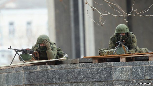 Machine-gunners took up position outside the Crimean parliament