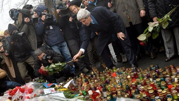 US State Secretary John Kerry lays flowers to Ukraine's heroes from the Heavenly Hundred on March 4 in Kyiv.