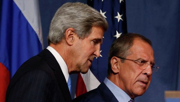 The phone conversation between Russian Foreign Minister Sergei Lavrov (R) and his US counterpart John Kerry (L) was held at the initiative of the US. (archive photo)