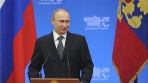 Putin moves towards annexing Crimea