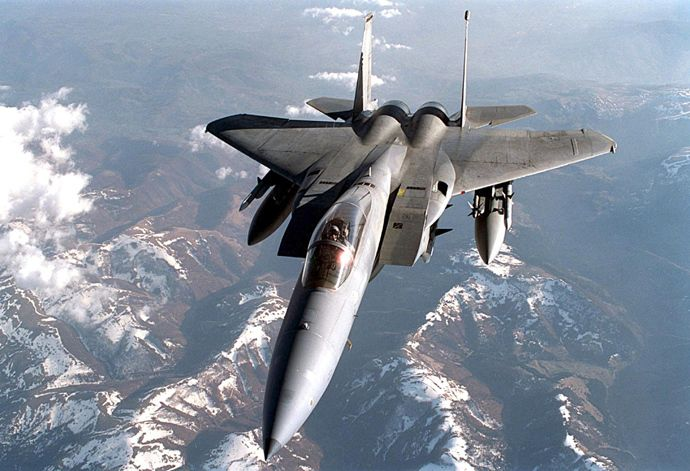 A US F-15C Eagle flies a mission over Yugoslavia 08 April 1999 (AFP Photo)
