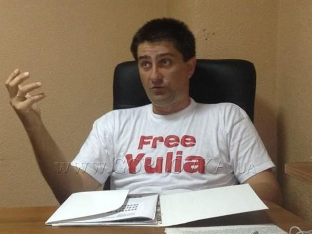 Police say that one of the two dead bodies they found in a river near Slovyansk, Donetsk Oblast, was that of Volodymyr Rybak, a local city council member in Horlivka, 65 kilometers away, who took part in a pro-Ukrainian rally there on April 17 and who was later found with signs of torture.