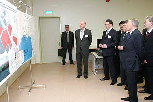 General director of SAT & Company, Nurlan Abduov, presents to the Head of State the plans for the development of KPI's integrated gas-based petrochemical complex. Credit:chemical-technology.com