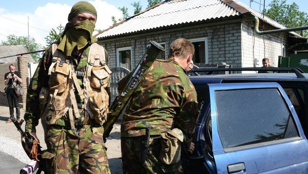 Soldiers of Donbass people's militia near Donetsk international airport