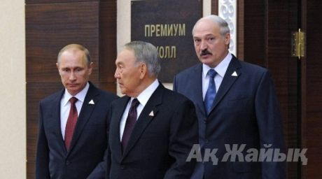 Russian President Vladimir Putin (L), his Kazakh counterpart Nursultan Nazarbayev (C) and Belarussian President Alexander Lukashenko. ©AFP  For more information see: http://en.tengrinews.kz/ Use of the Tengrinews English materials must be accompanied by a hyperlink to en.Tengrinews.kz