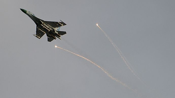 A Ukrainian fighter flies above Lugansk during a battle between resistance fighters and the Ukrainian National Guard in June 2, 2014 (RIA Novosti)