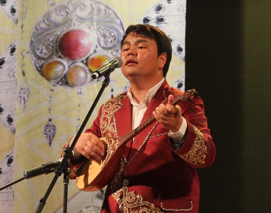 Saulezhan Tagziyauly (China), the singer with incredible voice.