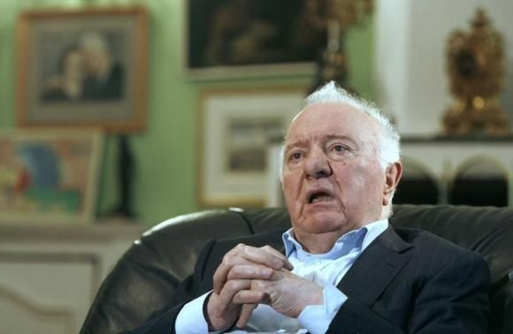 Georgia's former President Eduard Shevardnadze speaks during an interview with Reuters at his residence in Tbilisi September 4, 2009.