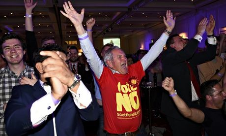 No campaign supporters react to a declaration in their favour, at the Better Together Campaign headquarters in Glasgow, Scotland.(Reuters)