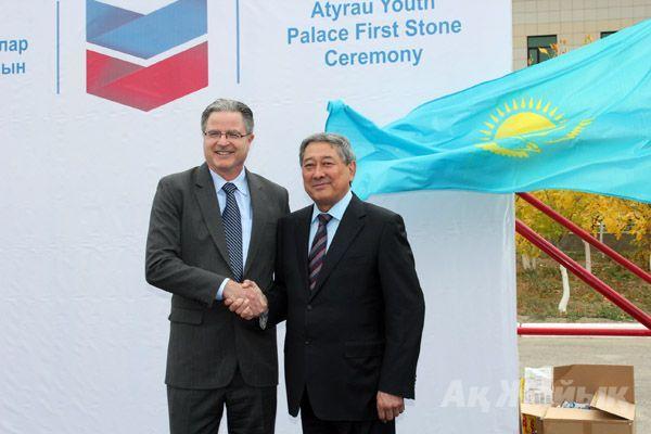 J. Watson, CVX CEO and B. Izmukhambetov, Governor of Atyrau.