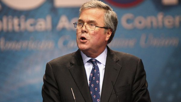 Jeb Bush leveled harsh criticism at Hillary Clinton at a GOP rally in key state Colorado.