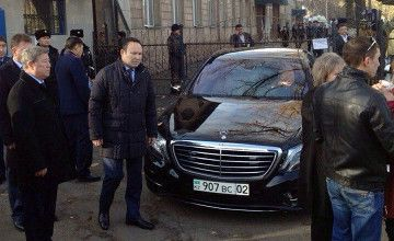 Almaty Mayor Esimov arrived to the college where bomb explosion took place this mornig.