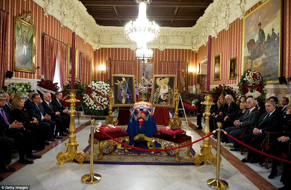 Relatives of the Duchess sit surrounding her coffin in the Town Hall of the Andalusian capital during the memorial service following her death  Read more: http://www.dailymail.co.uk/news/article-2842130/Spains-Duchess-Alba-Europes-richest-aristocrats-dies.html#ixzz3Jhiyu8vA  Follow us: @MailOnline on Twitter | DailyMail on Facebook
