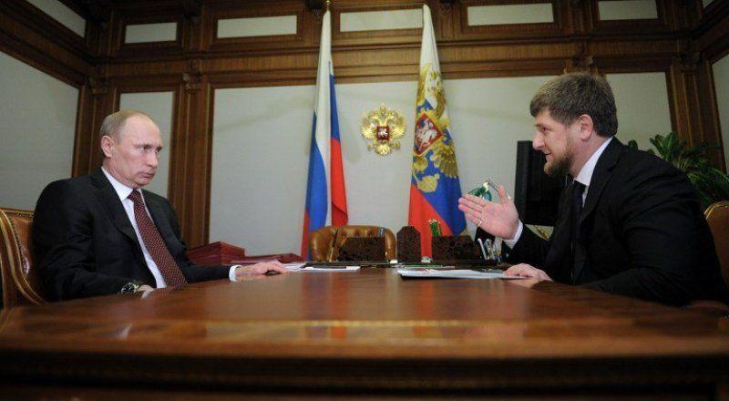 Russia's President Vladimir Putin (L) listening to Chechnya's leader Ramzan Kadyrov. ©AFP