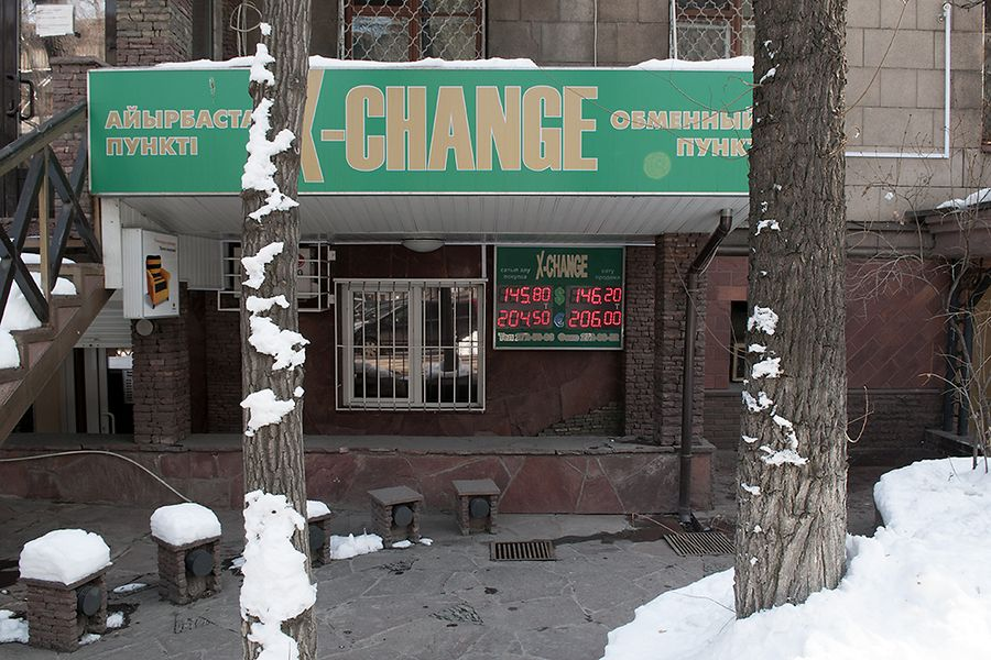 A private currency exchange center in Almaty displays the valuations of the Kazakh tenge against the U.S. dollar and the euro four years ago – between the two major tenge devaluations in February 2009 and February 2014. Kazakhs are wary that the tenge could take another hit this February.