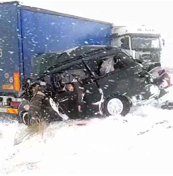 The photo is sent by an road accident eyewitness.