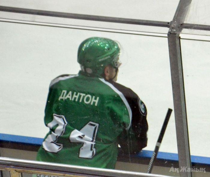 """Ex-NHL, """"bad guy"""" Mike Danton leaves Atyrau hockey club"""