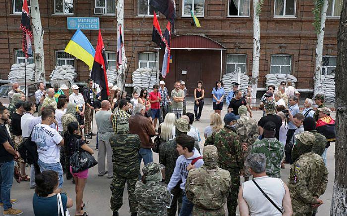 Far right group challenges Ukraine's government after gun battle
