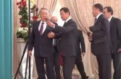 Nazarbayev pushed away Utemuratov who wanted to take selfie with him