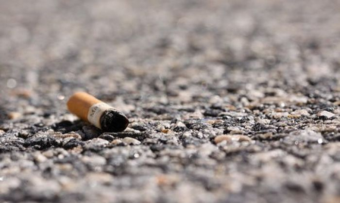 Italy to fine smokers €300 for tossing cigarettes