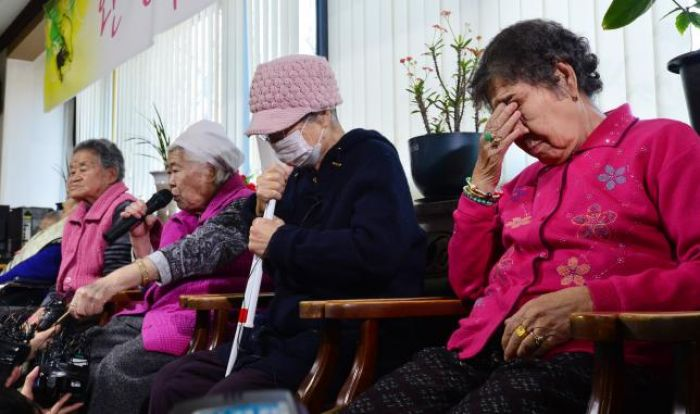 South Korea, Japan agree to irreversibly end 'comfort women' row