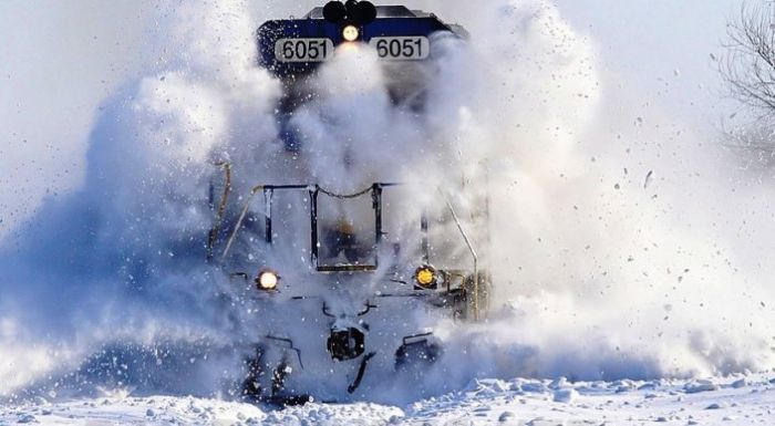 Blizzard in Astana: flights and train delayed, Christmas trees and cars damaged