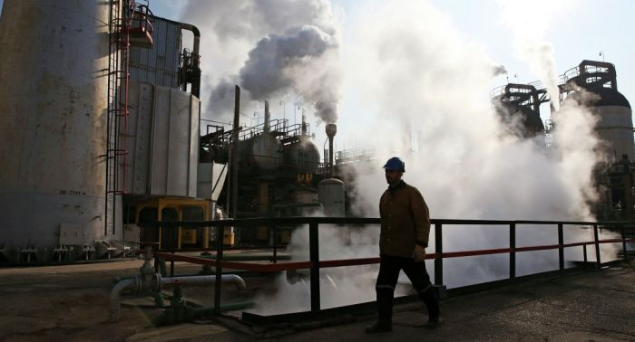 Why Iran, Iraq Likely to Oppose OPEC-Russia Deal on Freezing Oil Output