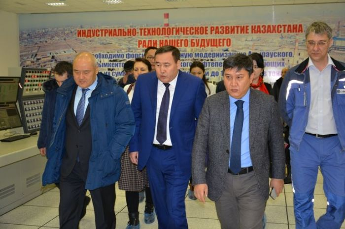 Did Shukeev, the Head of National Welfare Fund, speak with Atyrau refinery workers about privatization?