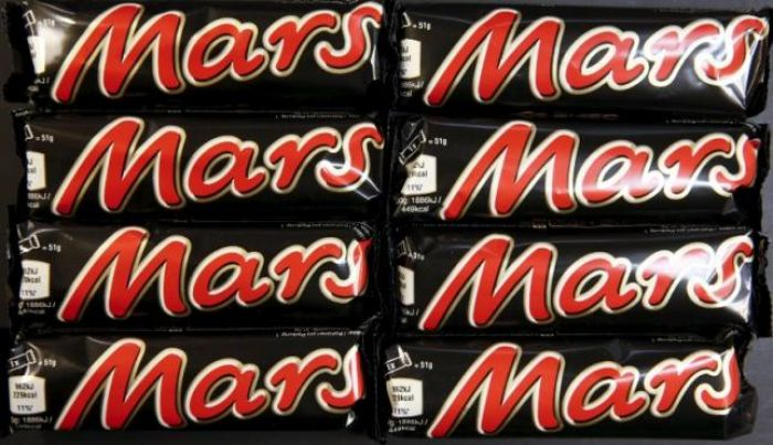 Plastic in Snickers bar prompts Mars recall in 55 countries