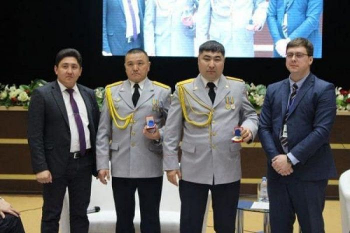 Kostanay policemen presented awards for refusing bribe